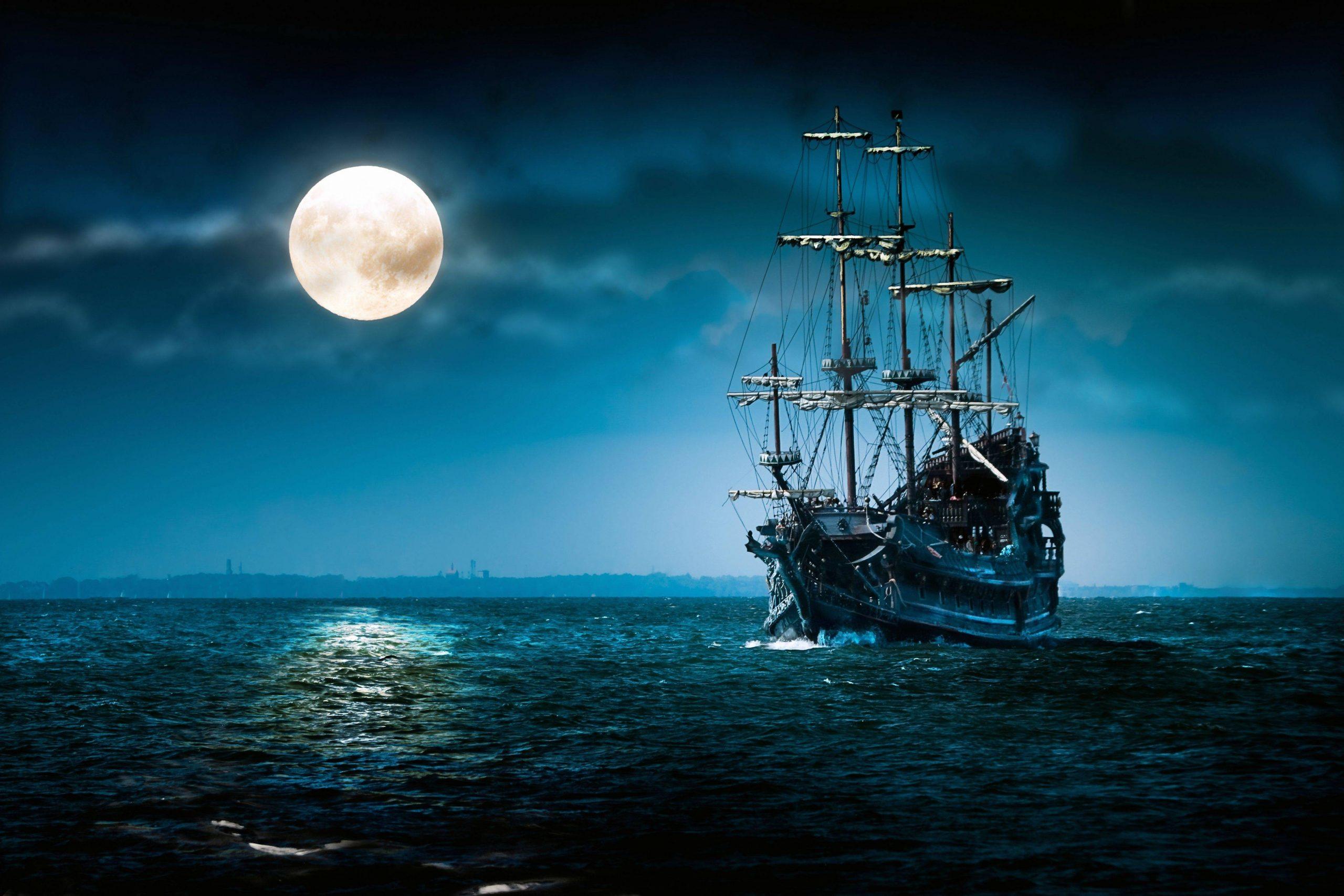 144404-pirates-ship-moon-sea